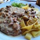 Foto zu Galerie Kaffee Restaurant Inh. Ingrid Feth: Schnitzel mit Pfifferlingen (Mittagstisch)