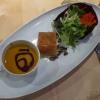 Kürbiscrèmesuppe mit Gänsestrudel und kleinem herbstlichen Salat