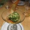 Aprikosen-Rosmarineis im Rucola-Haselnussmantel auf Aprikosenmark