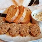 Foto zu Hotelweingut Barth: 10.03.19: Vom Haus: 2 Sorten frisches, leckeres Brot mit würzigem Kräuterdipp