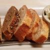 Frisches Baguette und Kräuterfrischkäse