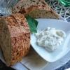 Luftiges Brot mit Kräuterquark