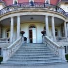 Foto zu Villa Altenburg: Treppe zur rückseitigen Restaurantterrasse