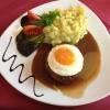 Hacksteak mit Spiegelei und Kartoffelsalat (10,95 €