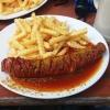 Currywurst mit Pommes 5,50 Euro, Bier 2 Euro