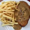 Pfefferrahmschnitzel mit Pommes und Beilagensalat (10,60€)