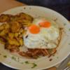 """Schweineschnitzel """"Bergisch"""" mit Röstzwiebeln, Spiegelei und Bratkartoffeln"""