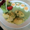 Grüner Soße, hartgekochten Eiern und  Salzkartoffeln