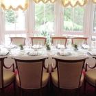 Foto zu Waldhotel Sonnora: gedeckter Tisch für eine Gruppe