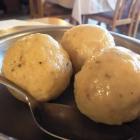 Foto zu Zur Rose: Hausgemachten Kartoffelknödel
