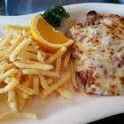 Foto zu Restaurant Sonnenschein: Parmesanschnitzel, mit Hackfleischsoße und Käse überbacken.