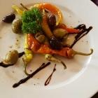 Foto zu Restaurant Sonnenschein: Vorspeise, gegrillte Peperoni und Oliven