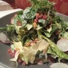 Foto zu Gehrlein's Hardtwald: Herbstlicher Blattsalat mit Speck und Croutons