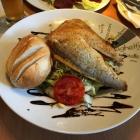 Foto zu Meeresfrüchtchen: Salat mit Fischfilets