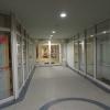 der gemeinsame Eingang im Erdgschoß mit der Fitness-Abteilung