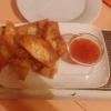 Gebackene Wan Tan mit süß-sauer Soße für drei Euro