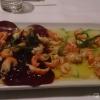 Rote Beete und Avocado mit Flusskrebsen