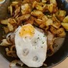Foto zu Richrather Hof: Gebratener Hackepeter mit Bratkartoffeln u. Ei