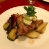Nackensteak vom Iberico-Schwein, serviert mit Grillgemüse und Rosmarinkartoffeln