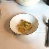 Amouse Bouche:  Couscous-Salat mit Ziegenmilchcreme, Mandeln, Rosinen und Schinkenchip.