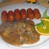 Züricher Geschnetzeltes in Rahmsauce, mit Champignons und Kroketten
