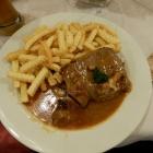 Foto zu Gasthaus Ehrnsberger: Rinderbraten mit Kartoffelstäbchen