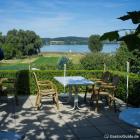 Foto zu Inselhof: Insel-Hof Blick auf deb Gnadensee
