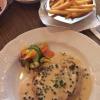 Pfefferrahmsteak vom Schwein, Pommes frites und Salat