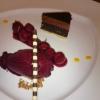 1/2 Portion Brownie, Gewürz-Kirschen, Cassissorbet