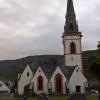 Kirchturm mit Gauben und Spitzen und Erkern