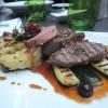 Rehmedaillons vom Grill mit Kartoffelstampf, Steinpilzen und Preiselbeerbutter