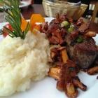 Foto zu Kapeller Hopfestubb: Rumpsteak mit Pfifferlingen, Jus und Parmesanrisotto