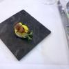 Thunfischwürfel auf Mango Chutney und Passionsfrucht-Maccaron