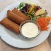 Knusprige Kartoffelkissen (7,80 €) mit Salatbouget