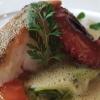 Kabeljaufilet mit Pulpo / Zucchinispaghetti / geschmolzene Tomaten / schwarzer Reis
