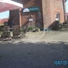 Foto zu Das Mühlencafé im Mühlenhof Nesse: Hier lässt sichs bei schönem Wetter aushalten.