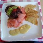 Foto zu Brauerei Gasthaus Lohhof: Kartoffeltaler mit Lachs