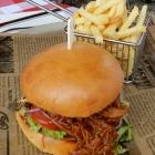 Foto zu Brauerei Gasthaus Lohhof: Burger mit Pulled Pork