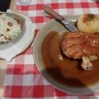 Foto zu Brauerei Gasthaus Lohhof: Halbe Schweinshaxe mit Krautsalat
