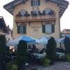 Giebelseite mit Eingang und Terrasse