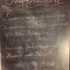 Tagesempfehlung: Lammrücken an Rosmarinjus, Fingermöhren mit Pfifferlingen und getrüffeltem Erbsenpüree, gefolgt von marinierten Gartenerdbeeren mit Zitroneneis und Eierlikör (24,90 €)