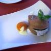 Mousse von der Valrhona-Schokolade mit marinierten Aprikosen