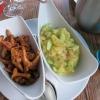 ...mit warmem Kartoffel-Gurken-Salat (zusätzlich mit Pfifferlingen)
