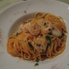 Spaghetti in Tomaten-Knoblaucsauce mit gebratenen Garnelen