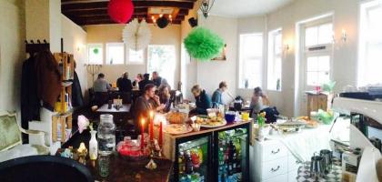 ffnungszeiten schl sschen bielefeld restaurant vegetarisches restaurant cafe veganes. Black Bedroom Furniture Sets. Home Design Ideas