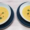 Indische Suppe von gelben Linsen mit gebackener Praline von Graved Lachs