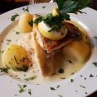 Foto zu S' Wirtshaus: Zanderfilet mit Petersilienkartoffeln und Pfefferrahmkraut,(04.11.18)