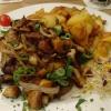 Winzersteak, mit Champignons, Zwiebeln und Badkartoffeln (in Wasser gebadet)