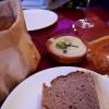 Gestartet wird mit Quark und Brot