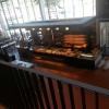 Blick von der Galerie auf das Cafe im Innenraum